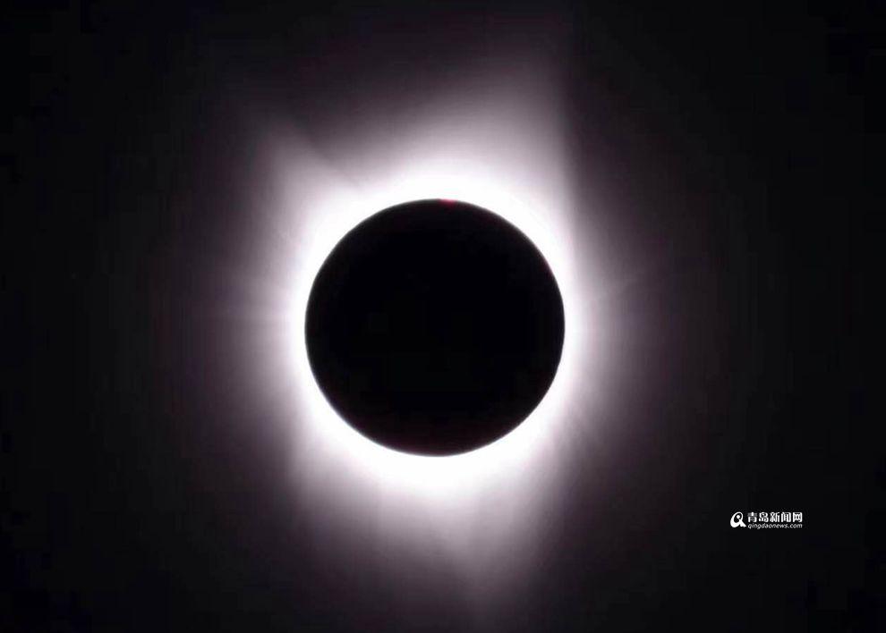 高清:青岛天文达人追日美国拍摄下日食全过程