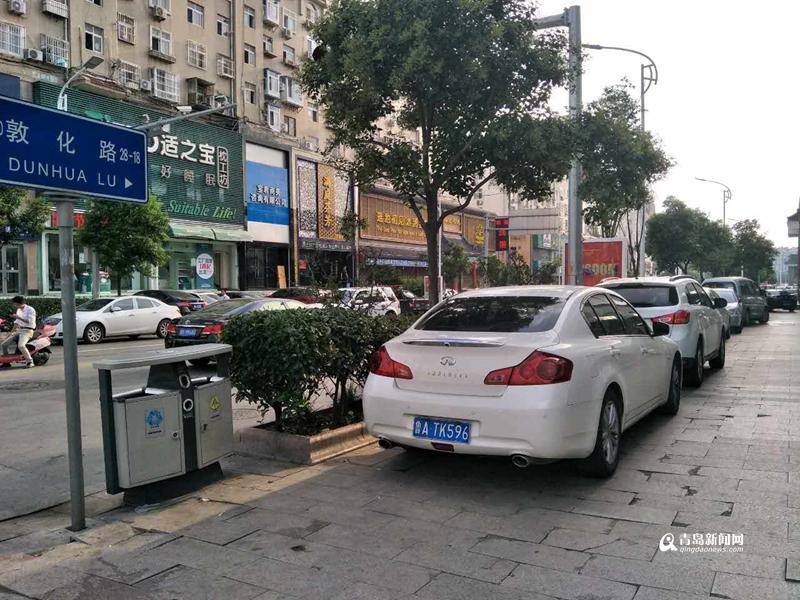 【报料追访】停在泊位的车被贴罚单?交警回应