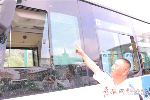 """青岛公交车连遭5颗钢珠""""袭击"""" 警方已介入调查"""