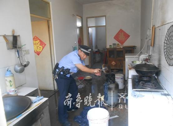 居民家中燃气罐起火 黄岛民警湿衣灭火救急