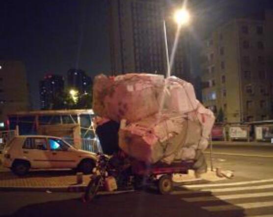 【爆料追访】三轮车叠罗汉 交警:查获要拘留
