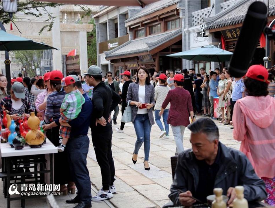 高清:刘涛现身即墨古城 拍反腐大片出演检察官