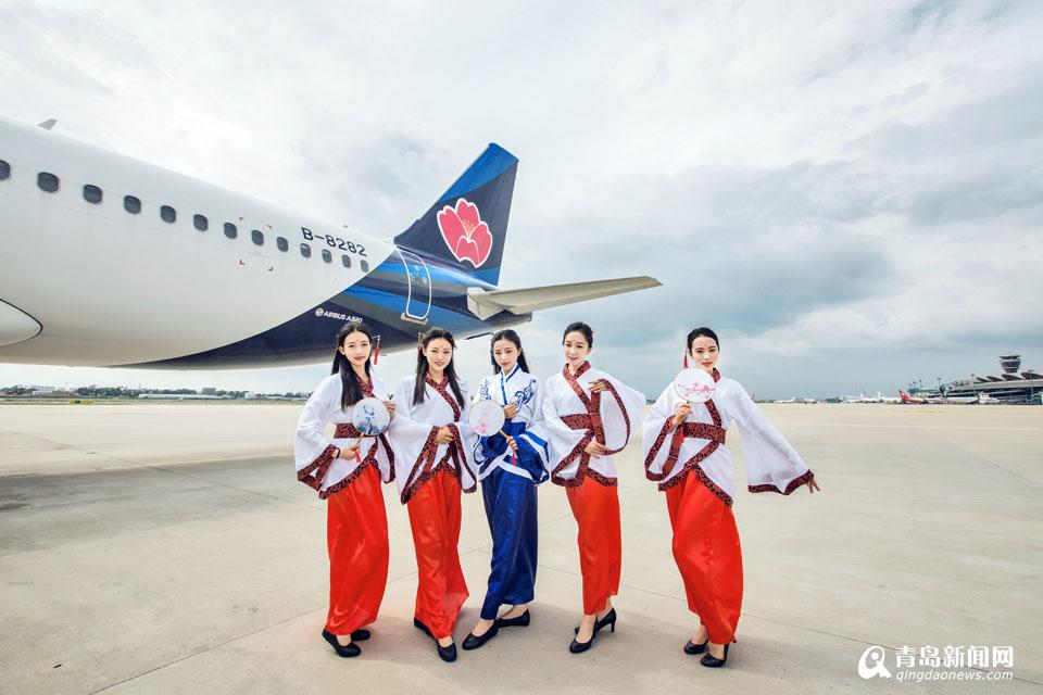 青航空姐着汉服惊艳 教师节开国学主题航班