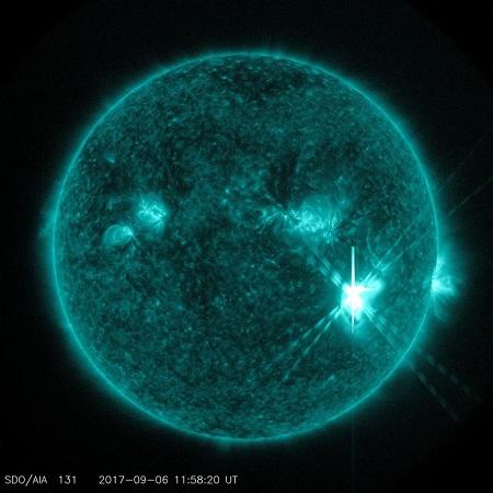 震撼!NASA公布太阳耀斑爆发画面 璀璨炫目