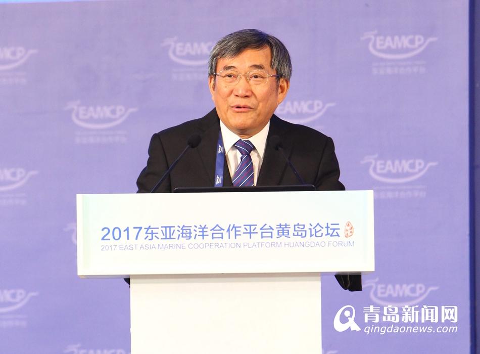 袁隆平现身青岛:3年内开发1亿亩海水稻盐碱地