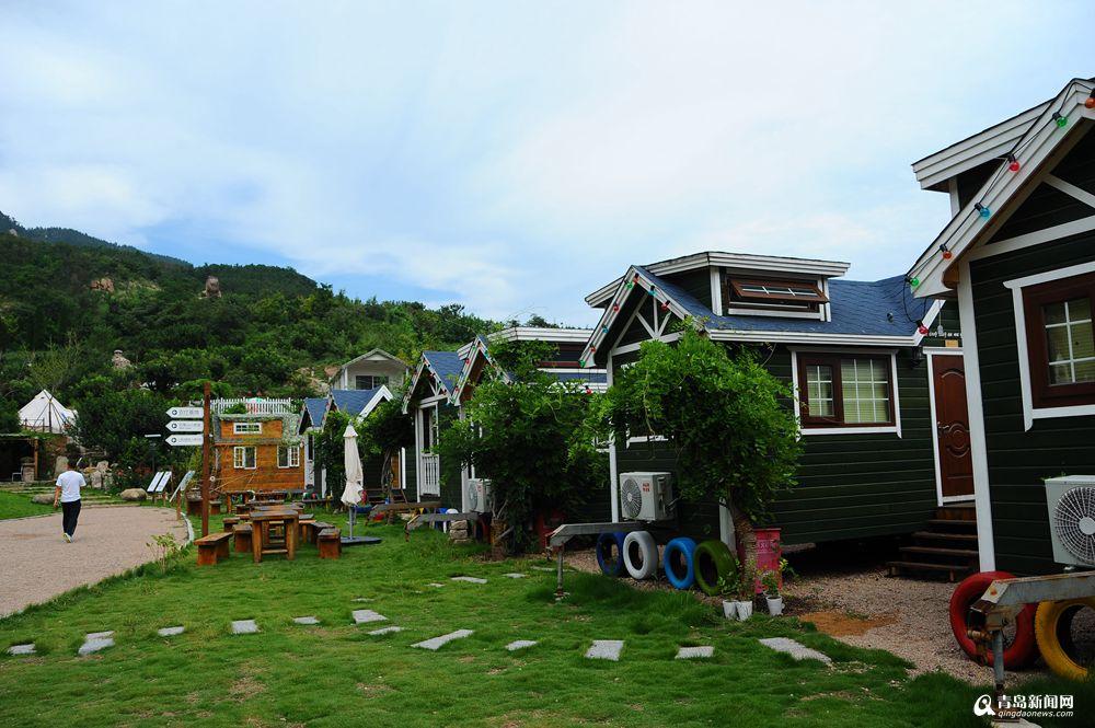 给每个木屋房车搭配上了欧式庭院,简直就是满满的别墅感.