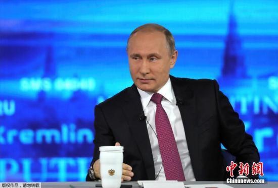 """俄机器人从试验场""""逃跑""""成网红 与普京握手"""