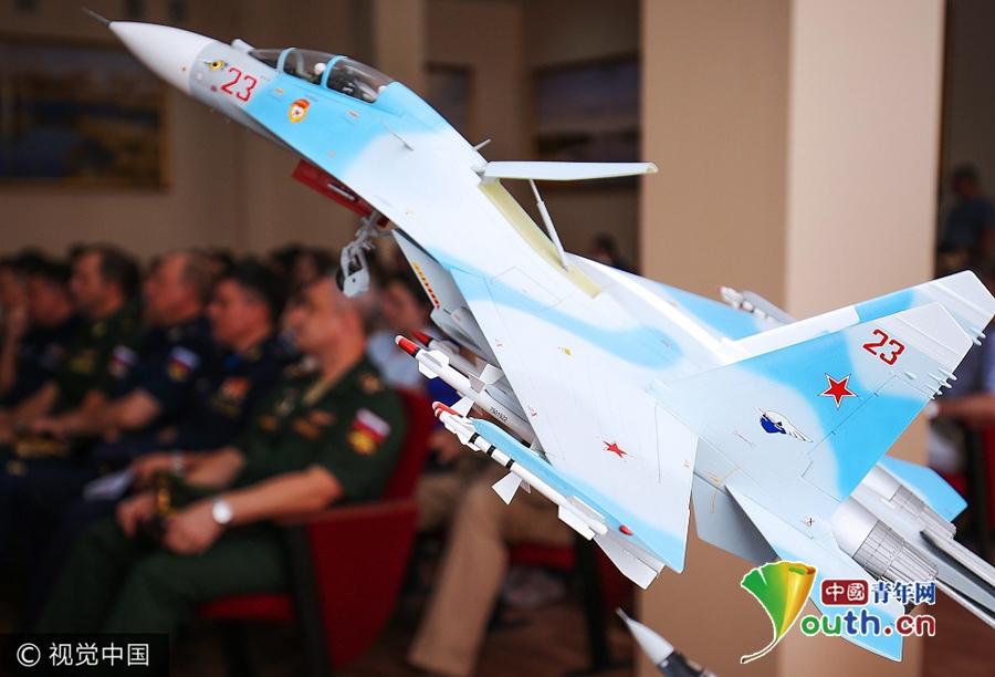 俄空军第一批女飞行员迎来开学 个个高颜值