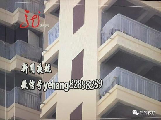 小区楼道窗户是画上去的 开发商:是特意设计