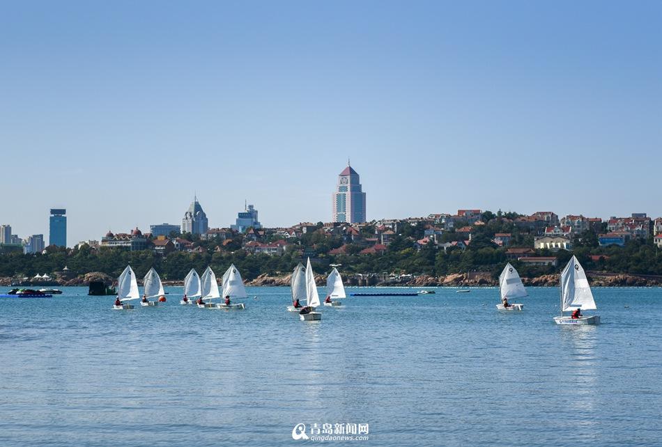 实拍文登路小学校级帆船赛 征服大海的小学生 - 青岛