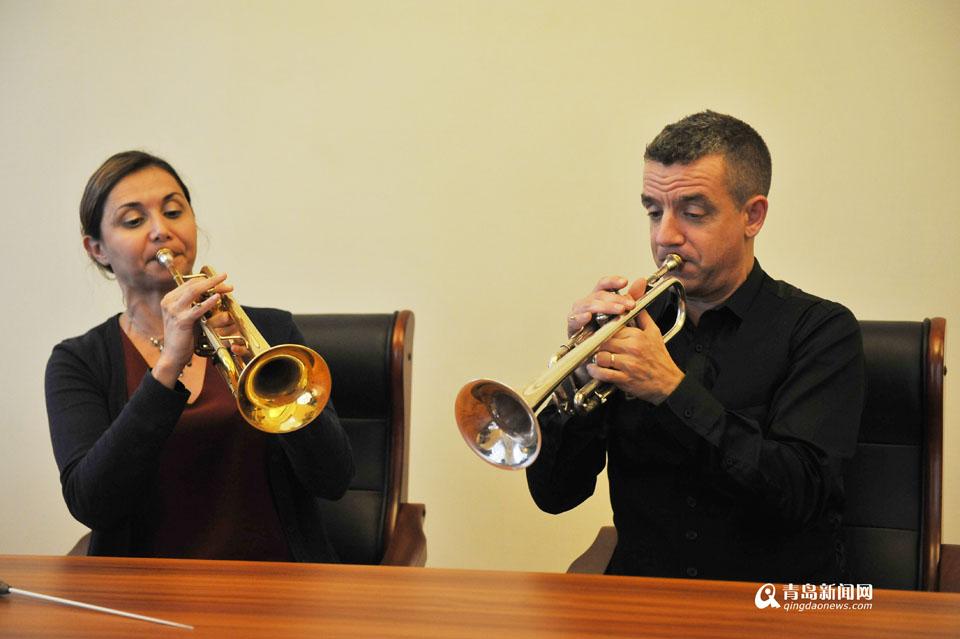 美法音乐伉俪来青献艺 演绎一个美国人在巴黎