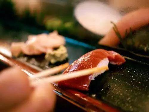 饭店一碗面卖730元 店主:其中黄油蟹价值650元