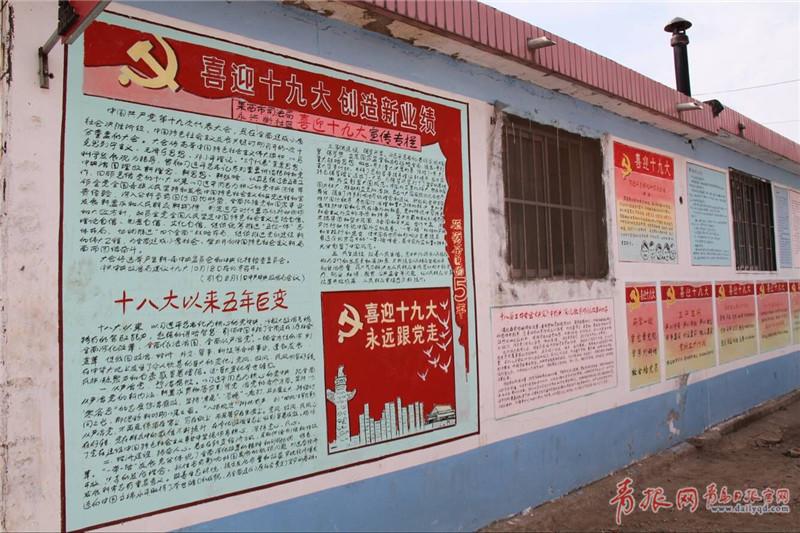 青岛85岁老人创办文化胡同 手绘百米墙画(图)