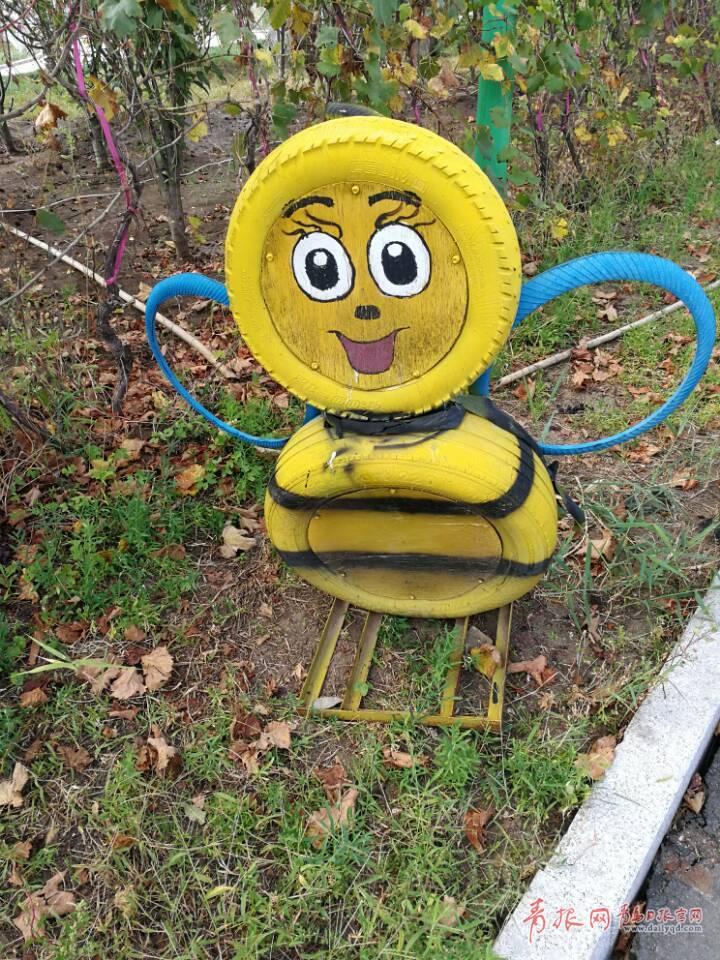 废品的逆袭!羊毛沟花海湿地现旧轮胎艺术品