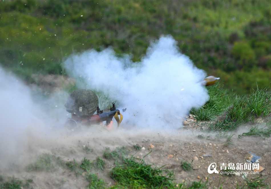 中俄海军陆战队举行联合反恐比赛  现场实弹射击