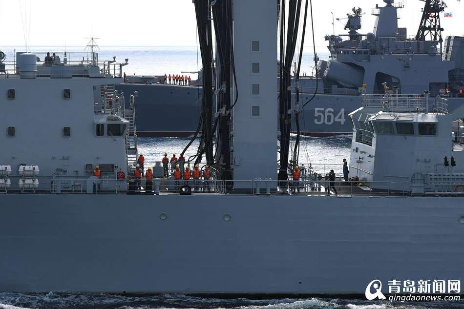 中俄海军舰艇编队穿越日本海 展开联合机动演习