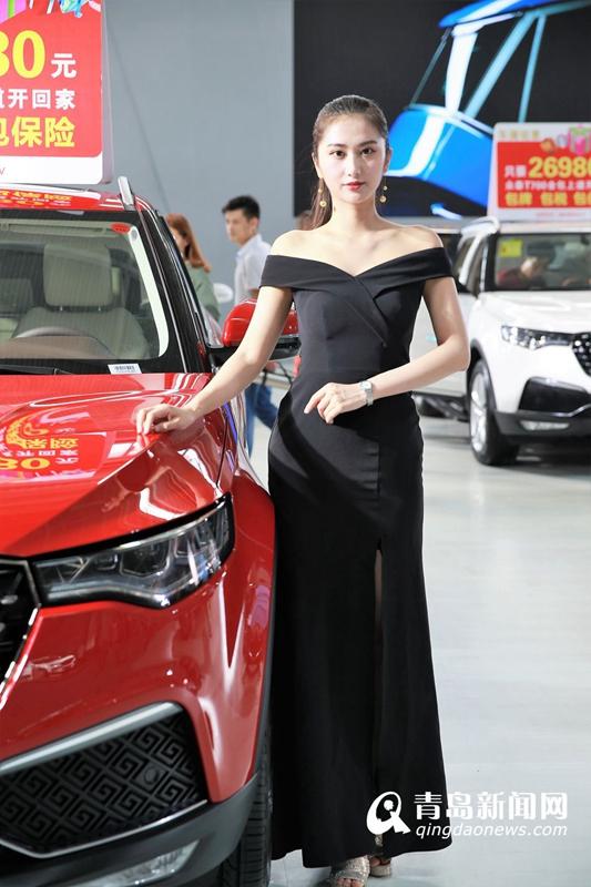 高清:实拍山东规模最大车展 香车美女靓丽登场