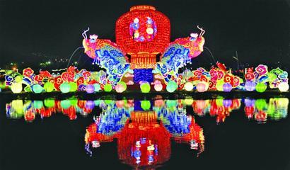本次彩灯展采用瓷器灯,竹器灯,蚕茧灯,光碟灯等组合打造,集儒家经典图片