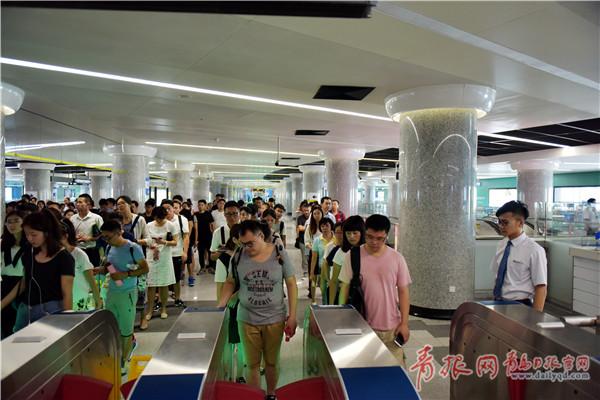 地铁3号线国庆行车间隔将缩短 日均客流预计23万
