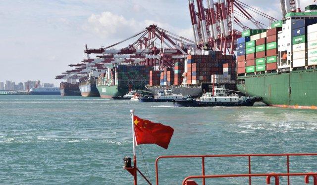 长假首日百艘船舶在港作业 集装箱班轮达43艘