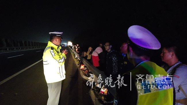 沈海高速大巴车突发故障 乘客深夜滞留三小时