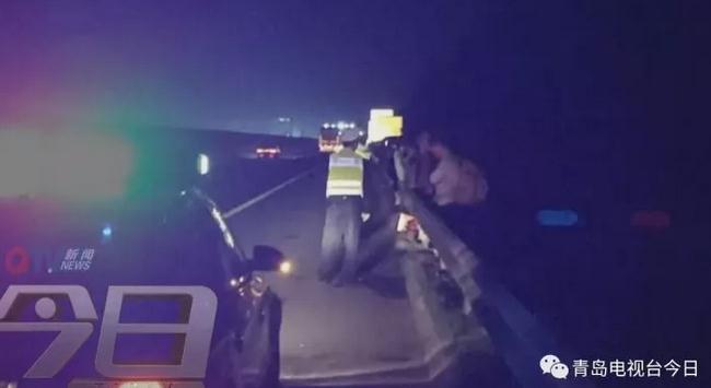 客车突发故障 36名乘客滞留高速3小时