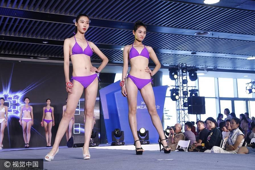 400多名模特T台性感走秀 场面超级震撼(图)