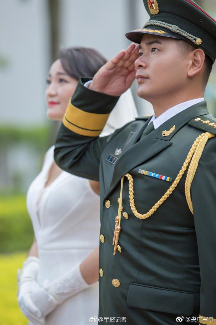 驻港军人婚纱照感人