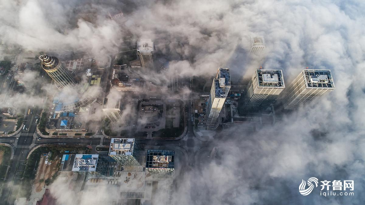 高清:遇见最美青岛平流雾下浮山宛入仙境