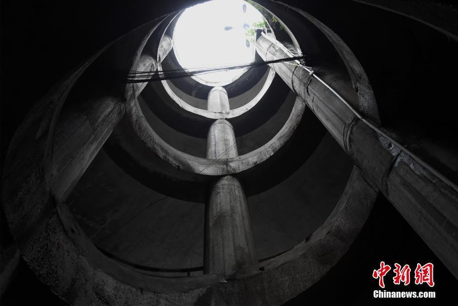 重庆五层螺旋停车库民众到这里练车技(图)