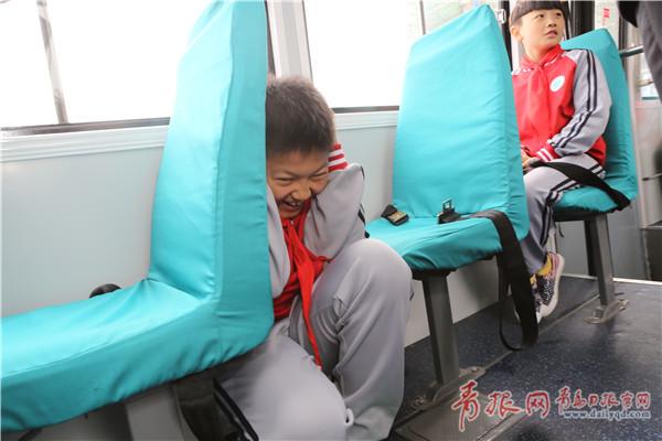 """体验""""真实""""地震 青岛现国内首个地震体验公交"""