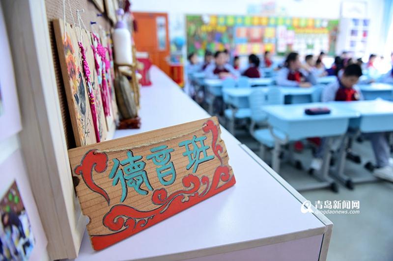 【青岛故事】钟情国学的美女老师 带娃走进经典