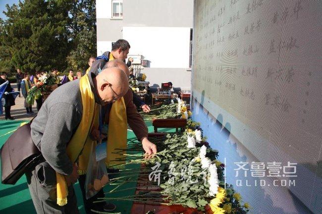 青岛首办海上祭祀 缅怀27年来魂归大海万余逝者