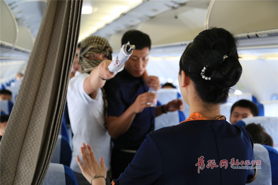 空中保镖一招制敌 青岛航空安全员练就好功夫