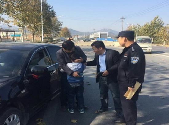 男子教育孩子一脚踢跑8岁儿子 求助警方终找回