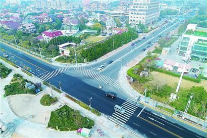 空拍崂山区交通整治:闲置车位饱了 道路变畅通 - 青岛