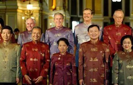"""又秀""""最炫民族风"""" 历年APEC领导人都穿啥(图)"""