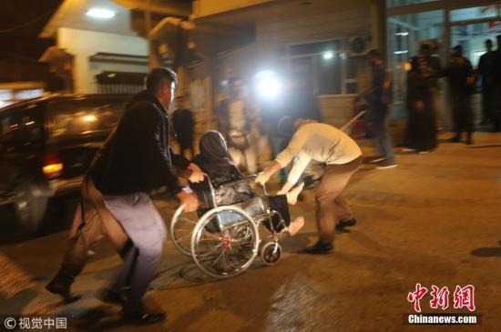 两伊边界强震致超140人遇难救援人员彻夜搜救
