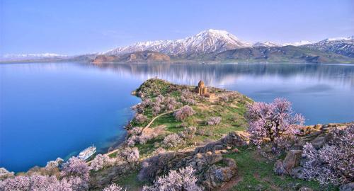 土耳其凡湖底部现3000年前城堡废墟 位于水下10多米