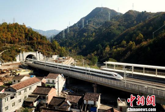 西安至成都高铁开通倒计时 将现3小时经济圈