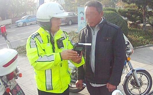 喝了隔夜酒刮蹭电动车 青岛男子二次酒驾被罚