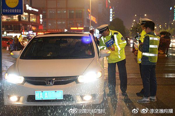"""时时彩计划app:交警专为滥用远光灯司机开设""""亮瞎眼""""体验区"""