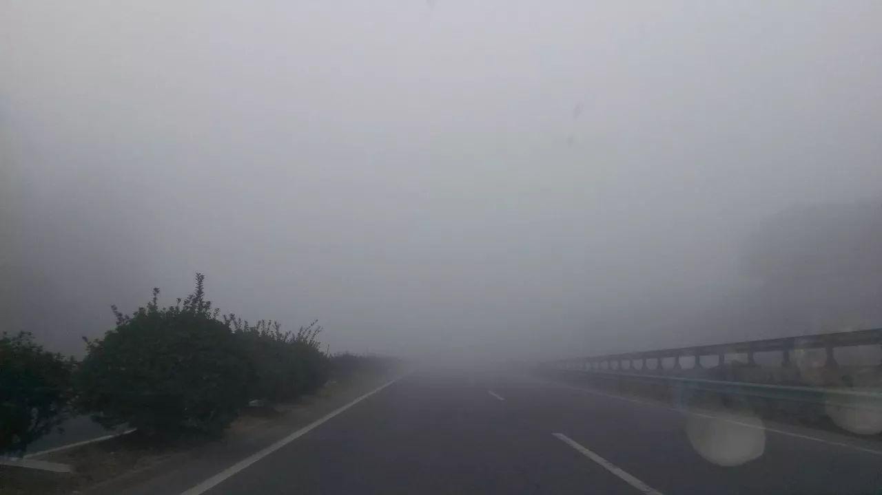澳门金沙手机版:安徽车辆连环相撞18人死亡_团雾究竟多可怕?