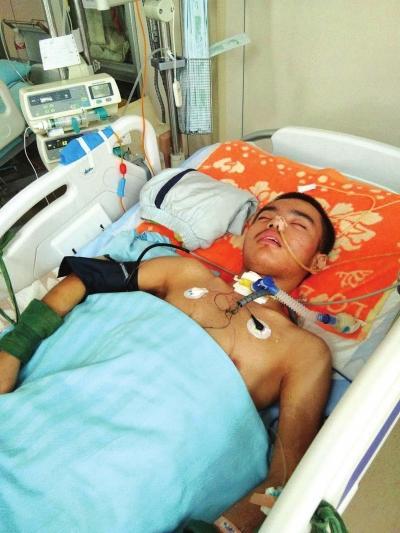 新加坡金沙娱乐开户:12岁男孩昏迷40多天_父母砸锅卖铁也要救孩子