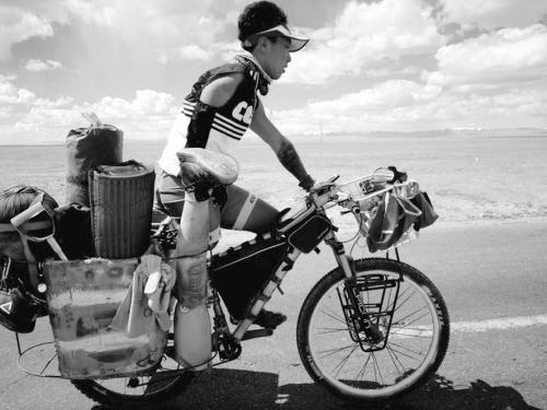 澳门新金沙网上娱乐:单臂独腿小伙儿20天完成2200公里川藏线骑行