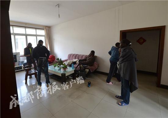 金沙在线娱乐平台:跑马致富梦碎_非洲小伙中国跑8场仅赚5千还饿肚子