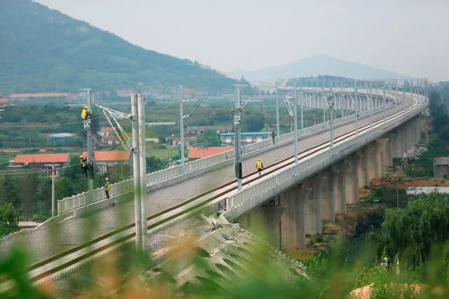 不用再绕道青岛北站进入济青高铁,大大节约运行时间,运行速度也将拥有