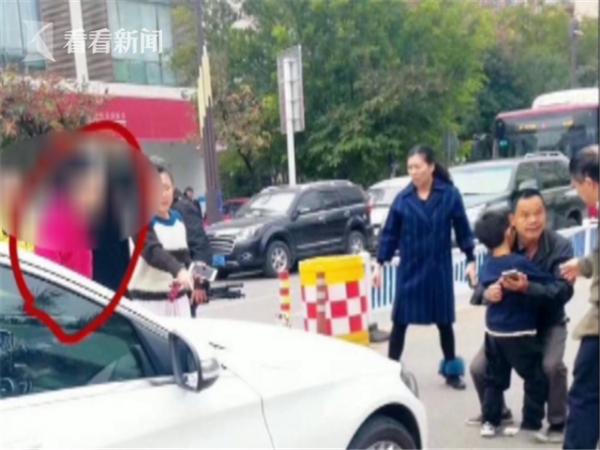 澳门新金沙国际娱乐:女司机把8岁孩子撞飞一米外_询问后逃离现场
