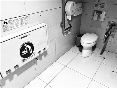 """金沙线上娱乐官网:首都机场一母婴室设在男厕_工作人员:女厕""""没有地方"""""""