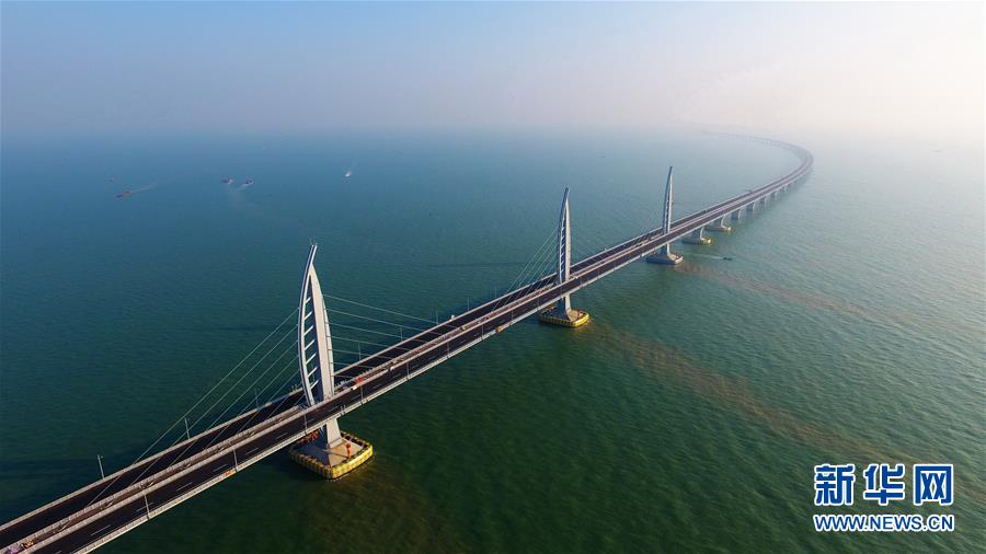 高清 港珠澳大桥主体工程亮灯 具备通车条件